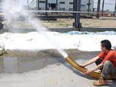 Artificial snow maker