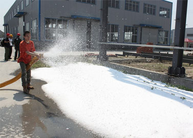 Outdoor artificial snow maker