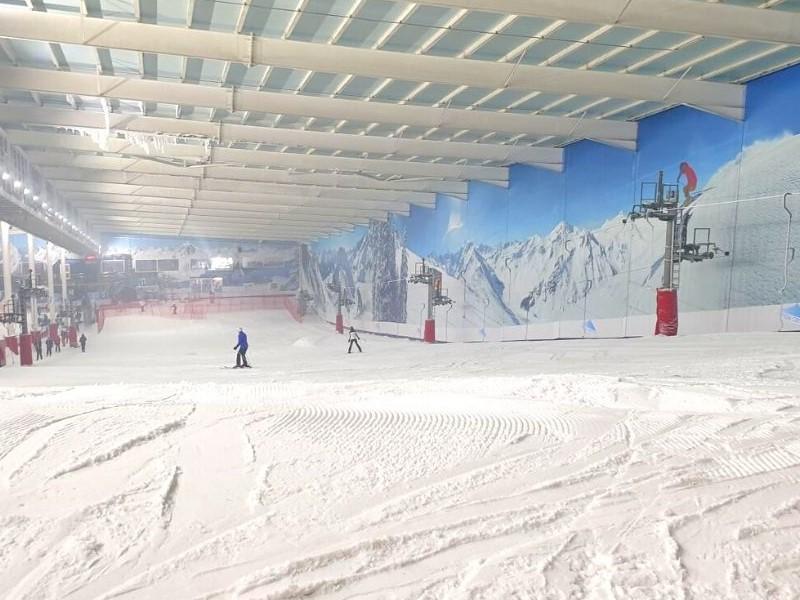 Main-ski-slope-at-the-Snow-Centre-in-Hemel